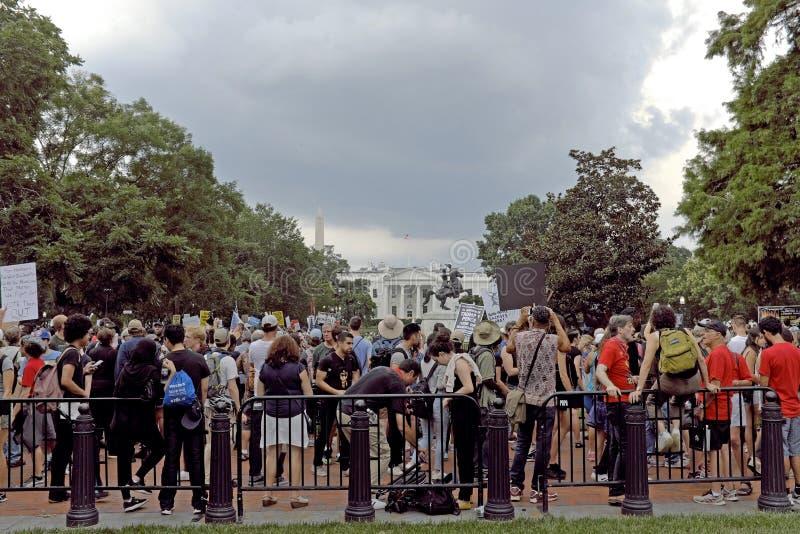 De tegen-protesteerders in Lafayete parkeren tegen Unite het Recht 2018 in Washington DC royalty-vrije stock afbeeldingen