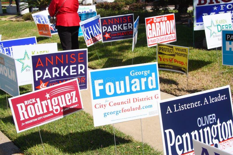 De tekens van de campagne bij vroege stemmingsplaats in Houston royalty-vrije stock foto's