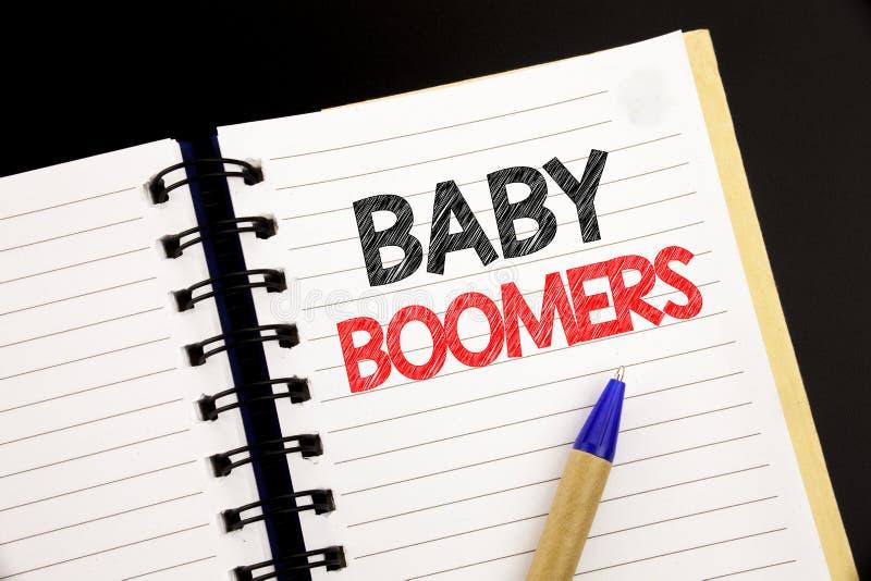 De tekst die van de handschriftaankondiging Baby Boomers tonen Bedrijfsconcept voor Demografische die Generatie op blocnote met e royalty-vrije stock foto
