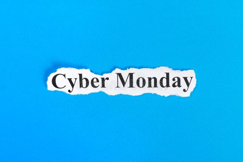 De tekst van de Cybermaandag op papier Word de Maandag van Cyber op gescheurd document Het beeld van het concept royalty-vrije stock afbeelding