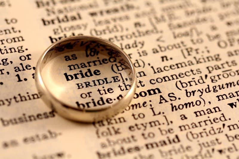 De Tekst van de bruid met Trouwring royalty-vrije stock fotografie