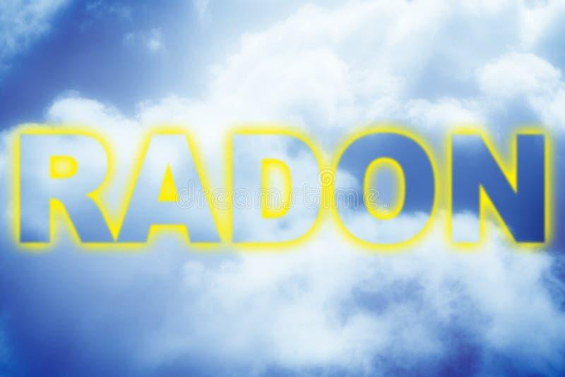De tekst van het radongas tegen een bewolkte hemel - conceptenbeeld stock afbeeldingen