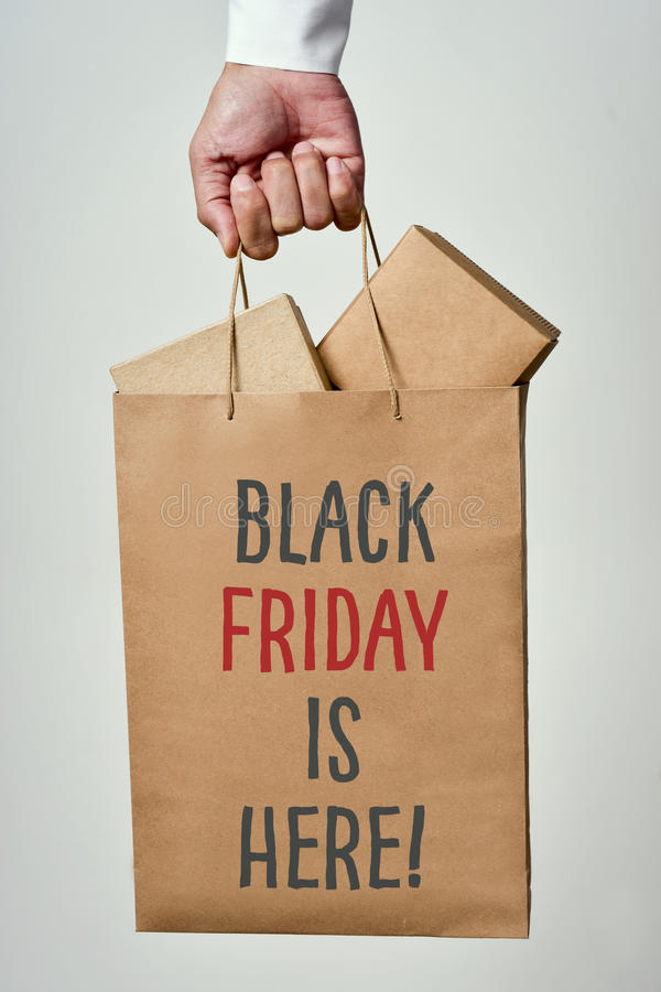Is de tekst zwarte vrijdag hier in een het winkelen zak royalty-vrije stock fotografie