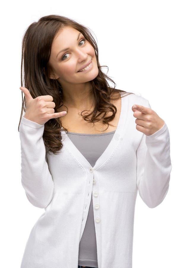 De telefoon gesturing punten van de vrouwencel met vinger stock foto's