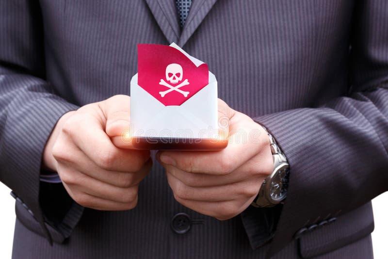 De telefoon ontving een brief met een virus stock fotografie