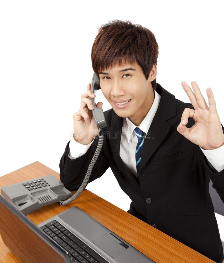 De telefoon van de bedrijfsmensenvraag royalty-vrije stock afbeelding