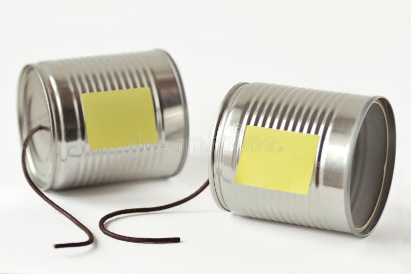 De telefoon van tinblikken met gebroken koord en document nota - Mededeling stock afbeeldingen
