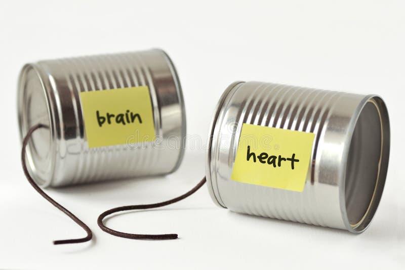 De telefoon van tinblikken met gebroken koord en het de woordenhart en hersenen stock foto's