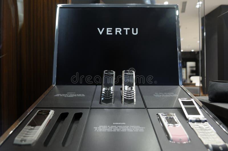 De telefoons van Vertu op vertoning in opslag royalty-vrije stock fotografie