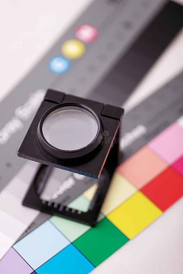 De teller van het linnen op kleurengrafiek stock foto