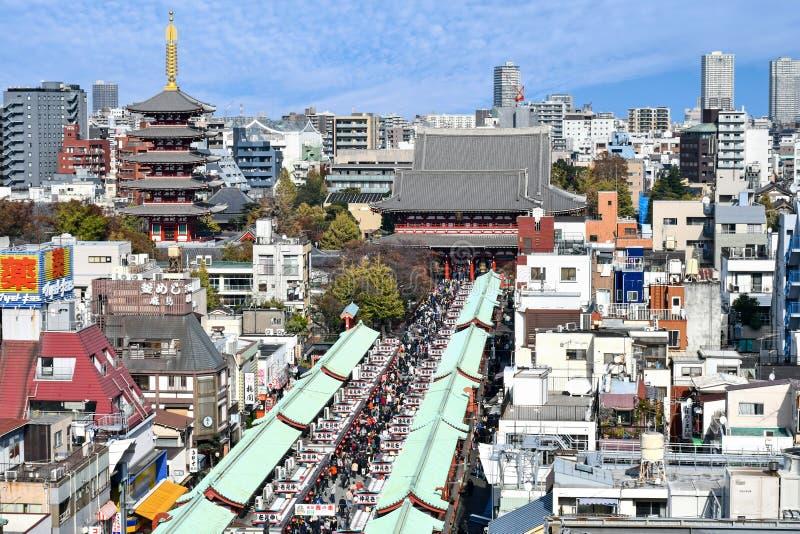 De Tempel van Asakusasensoji en zijn Nakamise-het Winkelen Straat stock afbeeldingen