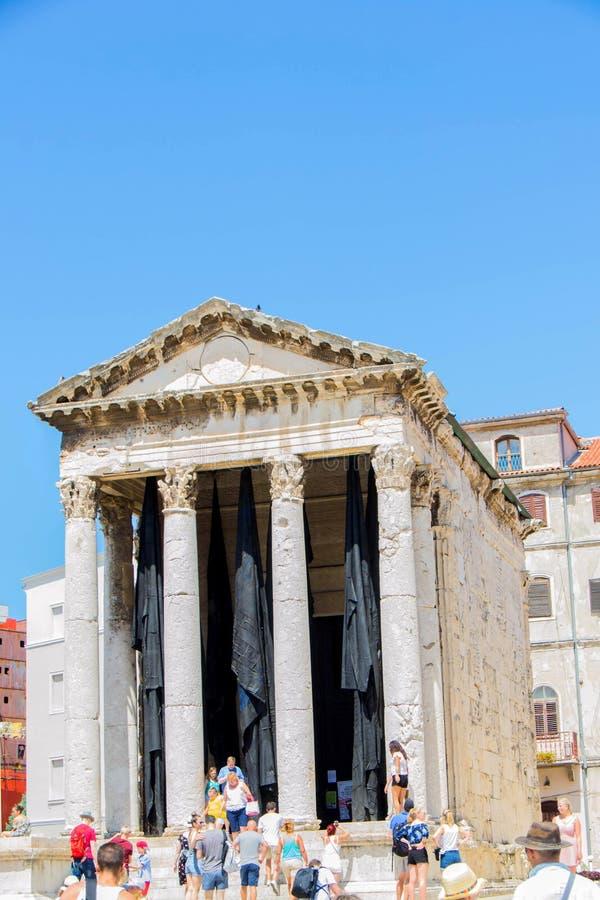 De Tempel van Augustus is een goed-bewaarde Roman tempel stock fotografie