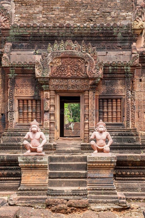 De tempel van Banteaysrei in Kambodja stock foto's