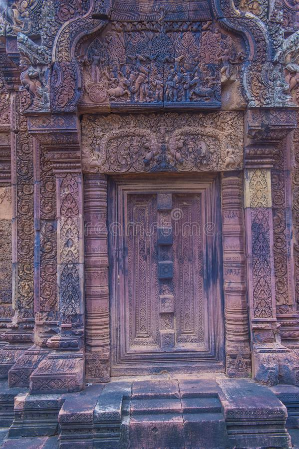 De tempel van Banteaysrei in Kambodja stock foto