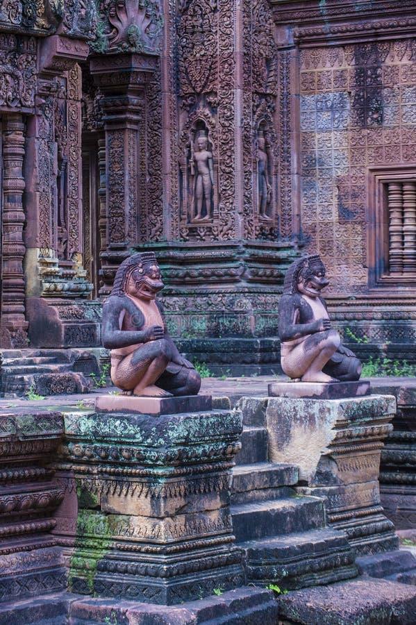 De tempel van Banteaysrei in Kambodja stock afbeelding