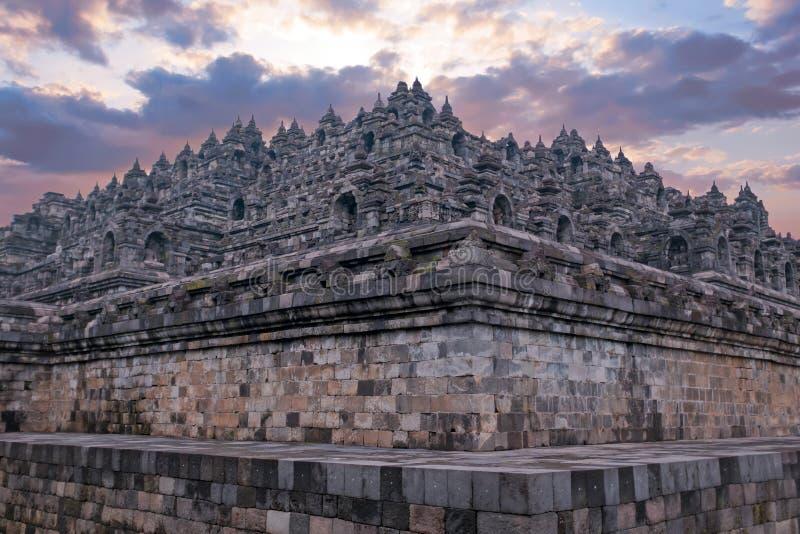 De Tempel van Borobudurbuddist in eiland Java Indonesia bij zonsondergang royalty-vrije stock foto
