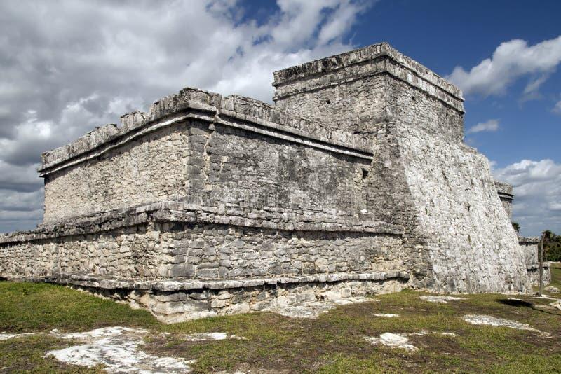 De Tempel van de steen in Tulum stock afbeelding