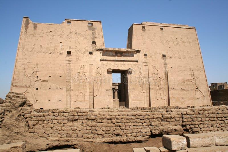De Tempel van Edfu van Horus [Edfu, Egypte, Arabische Staten, Af stock afbeeldingen