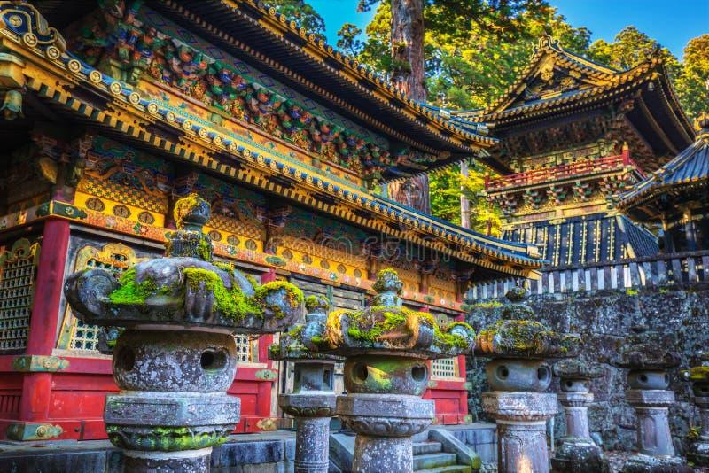 De tempel van het Toshoguheiligdom in Nikko bij de herfst stock afbeelding