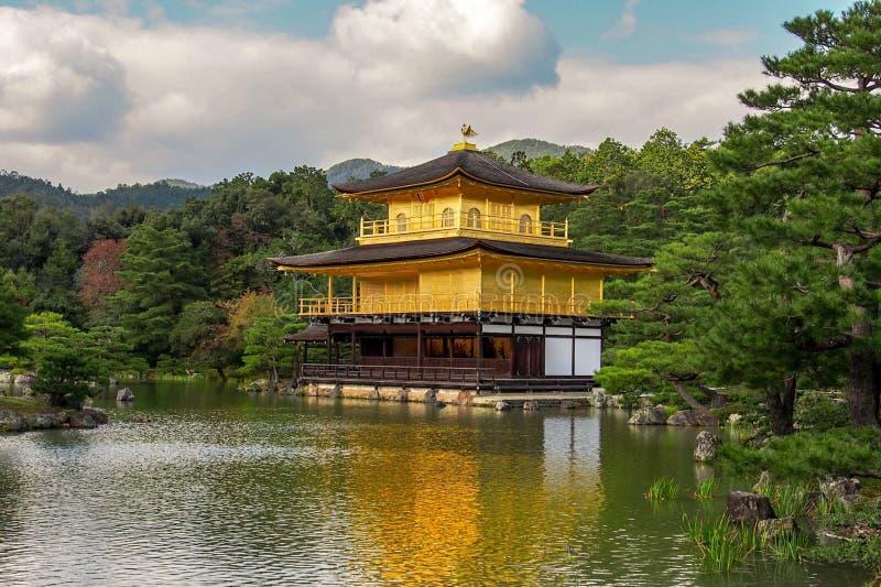 De Tempel van Kinkakuji royalty-vrije stock foto's