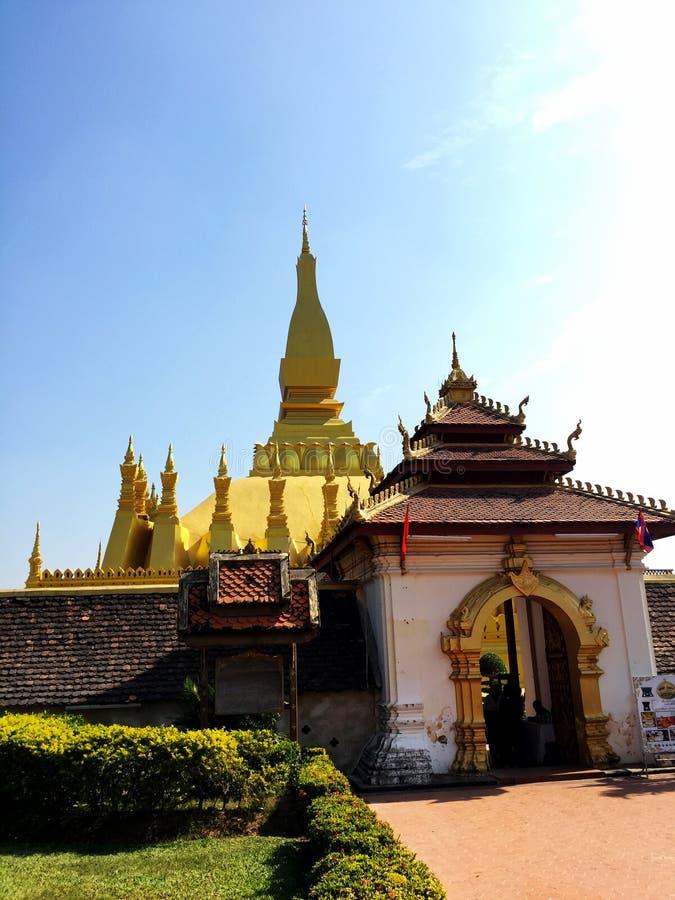 De tempel van Laos en grote achtergrond stock afbeeldingen