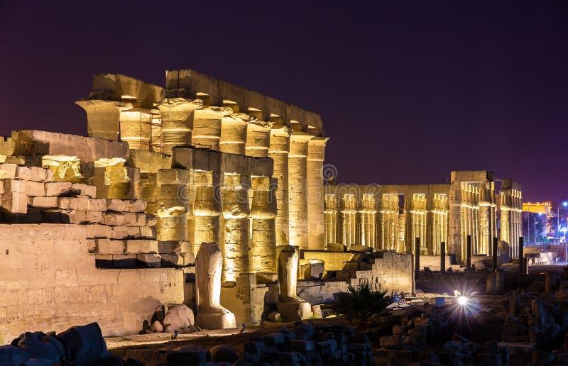 De tempel van Luxor bij nacht stock foto