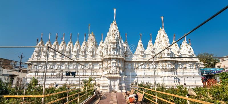 De Tempel van Panchasaraparshwanath Tirth Jain in Patan - Gujarat, India stock foto's