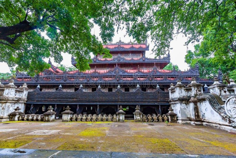 De Tempel van Shwenandawkyaung of Gouden Paleisklooster of de Teak royalty-vrije stock fotografie