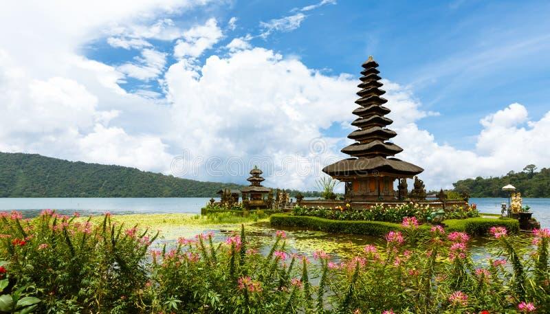 De tempel van Ulundanu, Bali royalty-vrije stock afbeelding