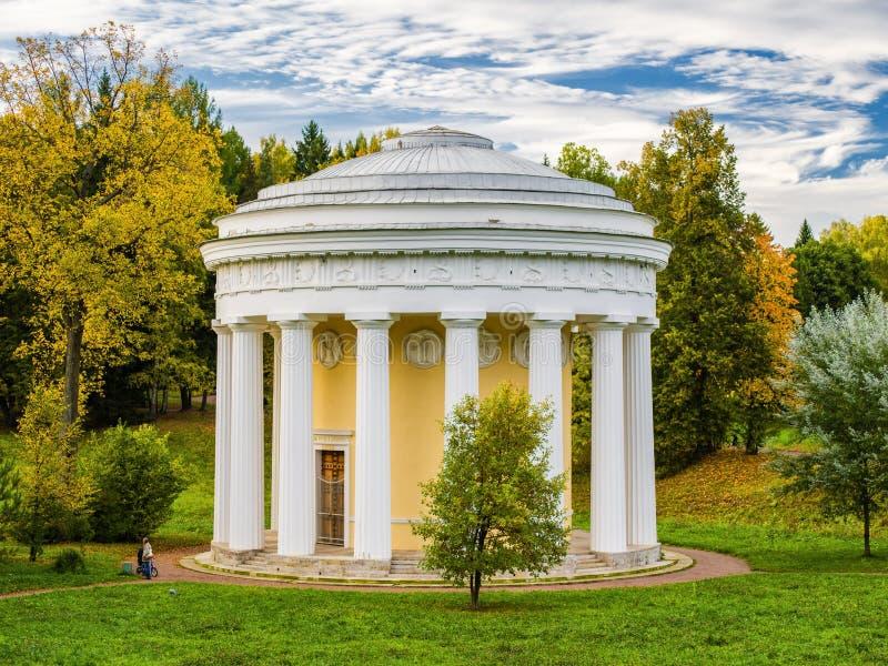 De Tempel van Vriendschap in Pavlovsk Park 1780 Rusland royalty-vrije stock afbeelding