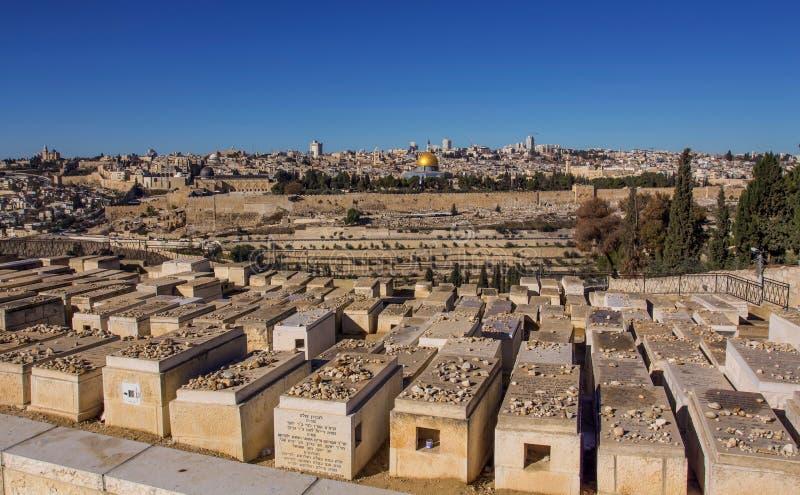 De tempel zet heilige stad Jeruzalem en Joodse Begraafplaats op royalty-vrije stock foto's