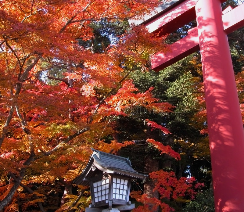 De tempelpoort van de herfst royalty-vrije stock foto's