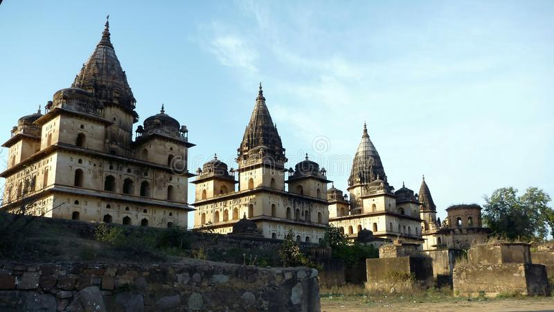 De tempels van Chhatris van Orchha, India royalty-vrije stock foto's