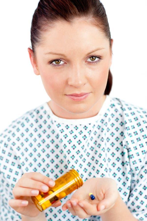 De teneergeslagen zieke pillen van de vrouwenholding stock fotografie