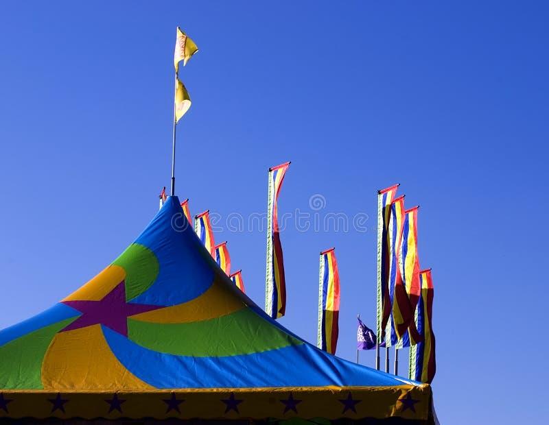 De tent en de vlaggen van Carnaval stock afbeeldingen