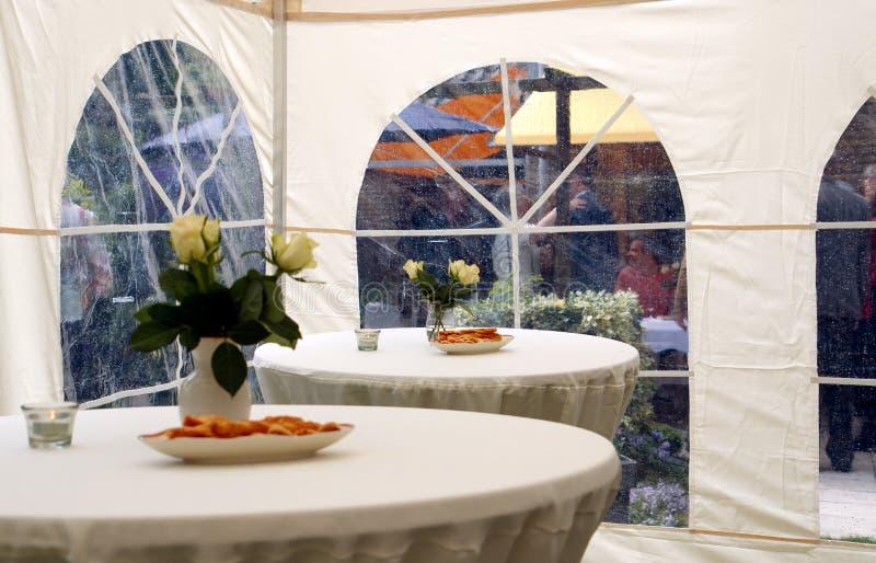 De tent van de partij in tuin 2 stock foto