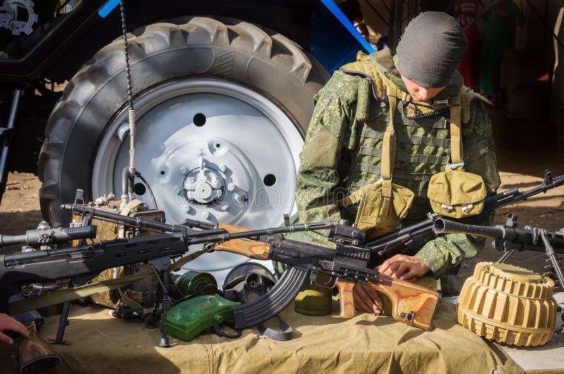 De tentoonstelling van infanteriewapens en materiaal royalty-vrije stock foto