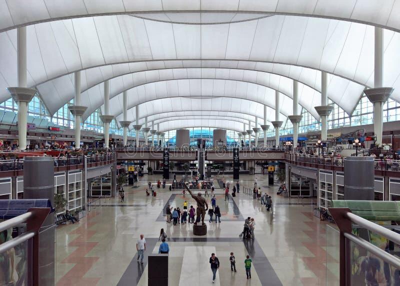 De Terminal van Denver International Airport - Jeppesen- stock afbeeldingen