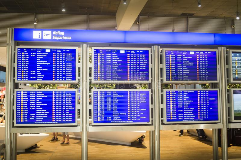 De terminal van de de raadsluchthaven van de vluchteninformatie stock foto's
