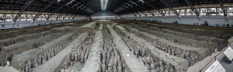 De terrakottakrigarna och hästarna royaltyfri fotografi