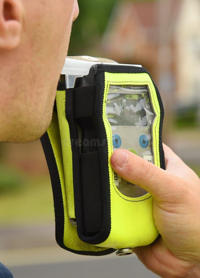 De test van de politie breathalyser kant van de weg royalty-vrije stock afbeelding