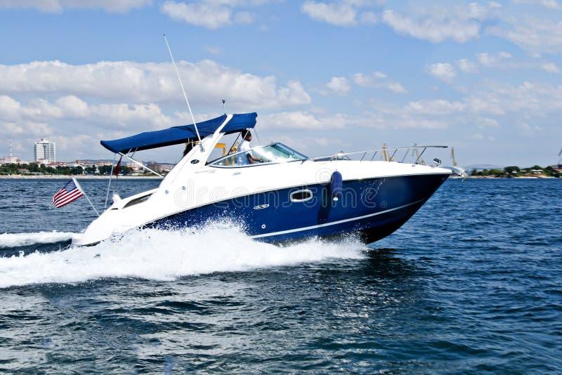 De test van de snelheidsboot in bosphorus Istanboel royalty-vrije stock afbeeldingen