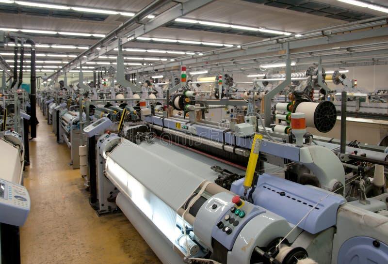 De textiel industrie - het Weven en het scheeftrekken royalty-vrije stock afbeelding