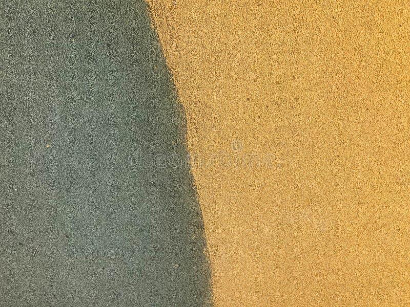De textuur is groen en geel van zachte beschermende rubber, rubberdiekruimel voor veiligheid voor speelplaatsen, training wordt g stock foto's