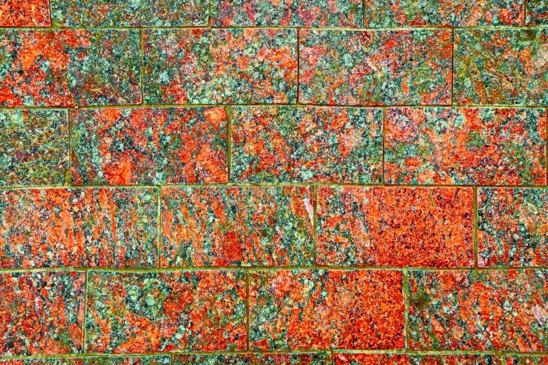 De textuur van de steenbestrating Het rode graniet cobblestoned bestratingsachtergrond Abstracte achtergrond van opgepoetst keien stock afbeelding