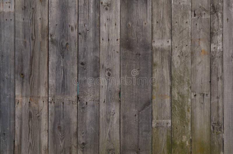 De textuur van doorstane houten muur Oude houten plankomheining van verticale vlakke raad stock afbeeldingen