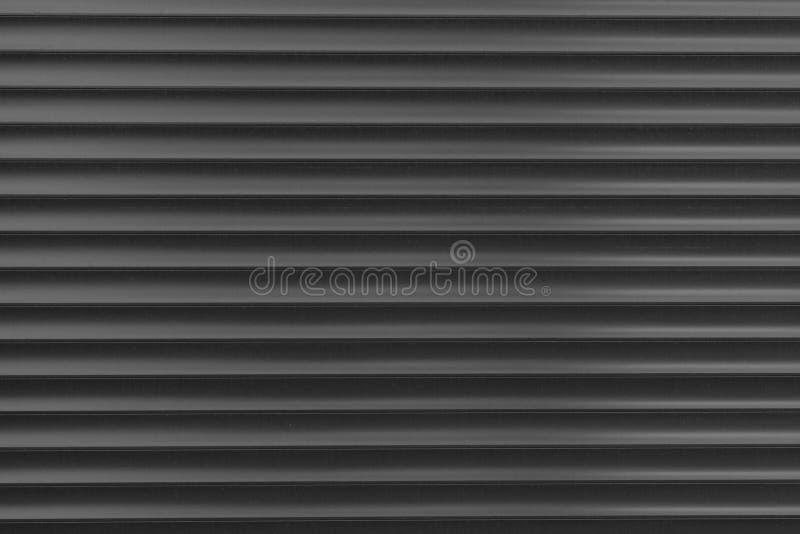 De textuur van een metaalrol van verschillende kleuren De achtergrond van de ijzerzonneblinden Beschermende rolblinden voor ingan stock afbeeldingen