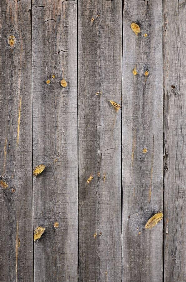 De textuur van een oude rustieke houten die omheining van vlak verwerkte raad wordt gemaakt Gedetailleerd beeld van een straatomh royalty-vrije stock afbeeldingen