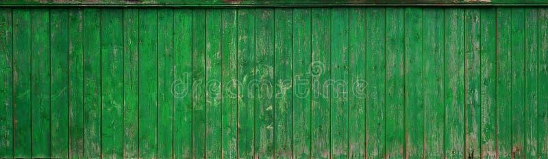 De textuur van een oude rustieke houten die omheining van vlak verwerkte raad wordt gemaakt Gedetailleerd beeld van een straatomh stock afbeeldingen