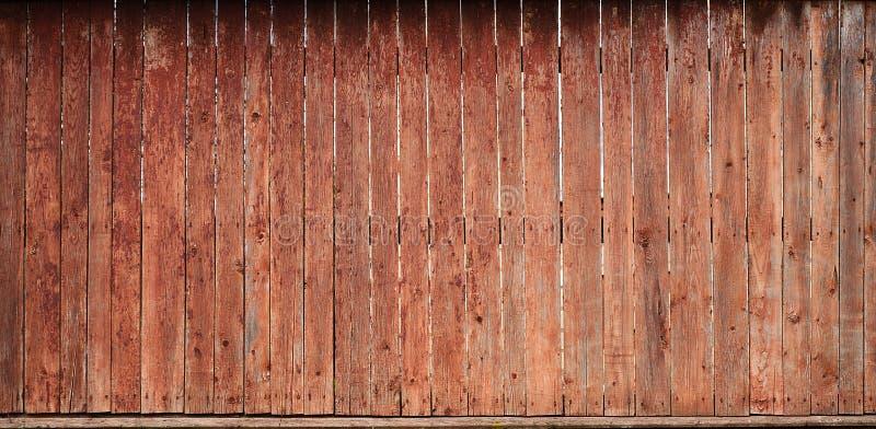 De textuur van een oude rustieke houten die omheining van vlak verwerkte raad wordt gemaakt Gedetailleerd beeld van een straatomh royalty-vrije stock fotografie